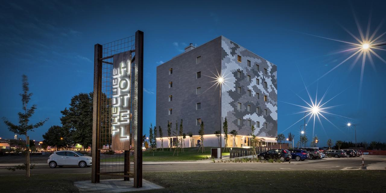 Hotel The Cube Fidenza vicino Outlet - 4 Stelle