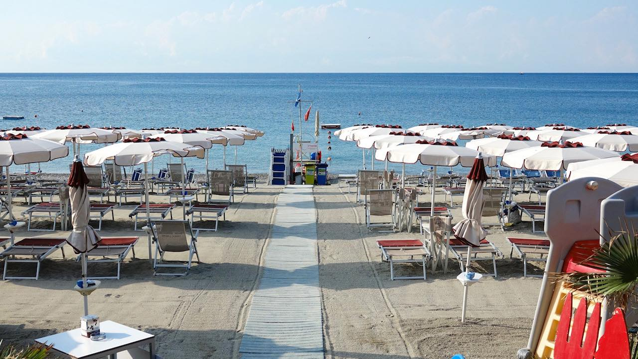 Bagni Pescetto : Play beach migliori spiagge bagni beach club stabilimenti